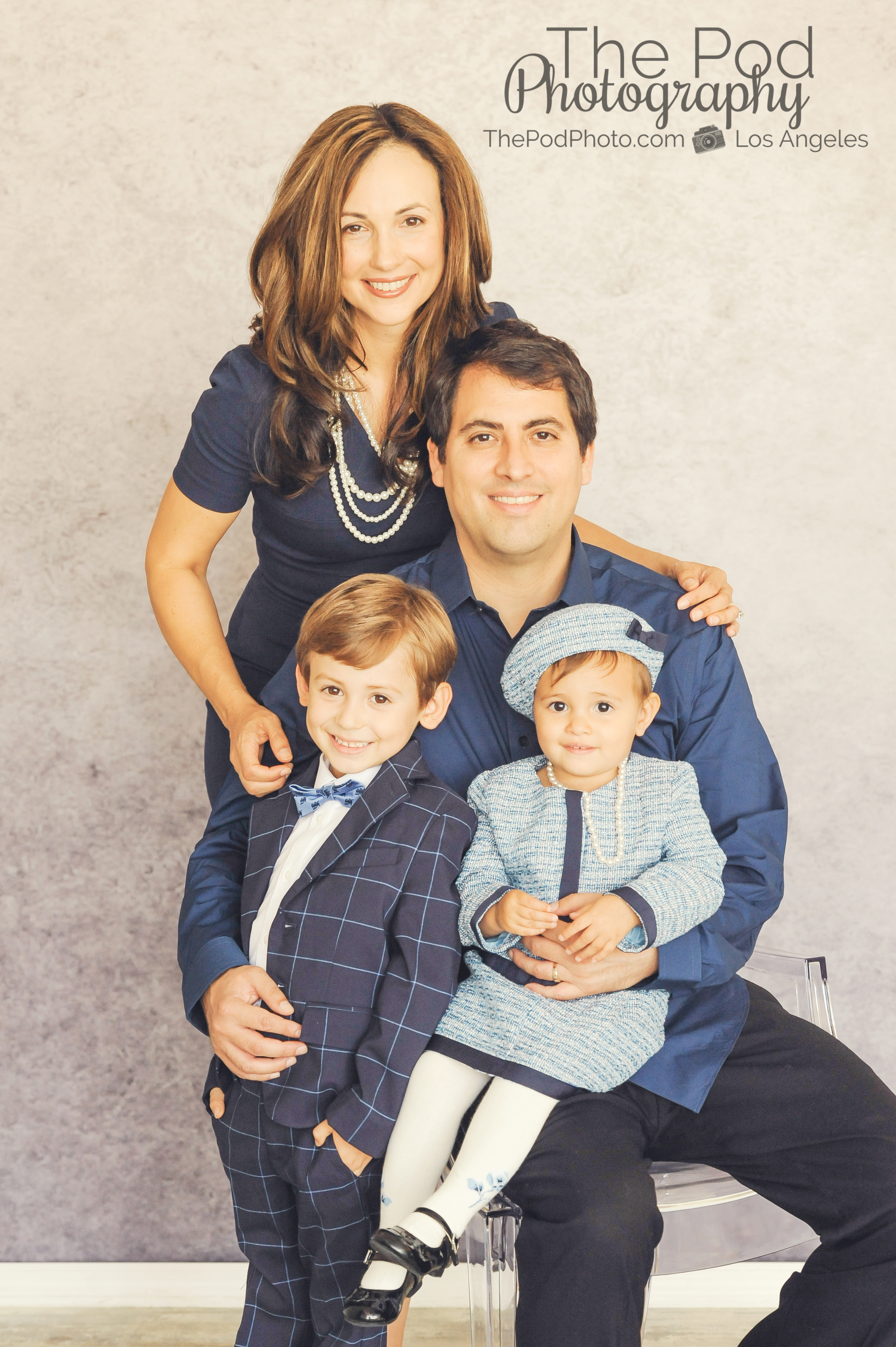 Best holiday specials santa monica family of four how to for Best family pictures