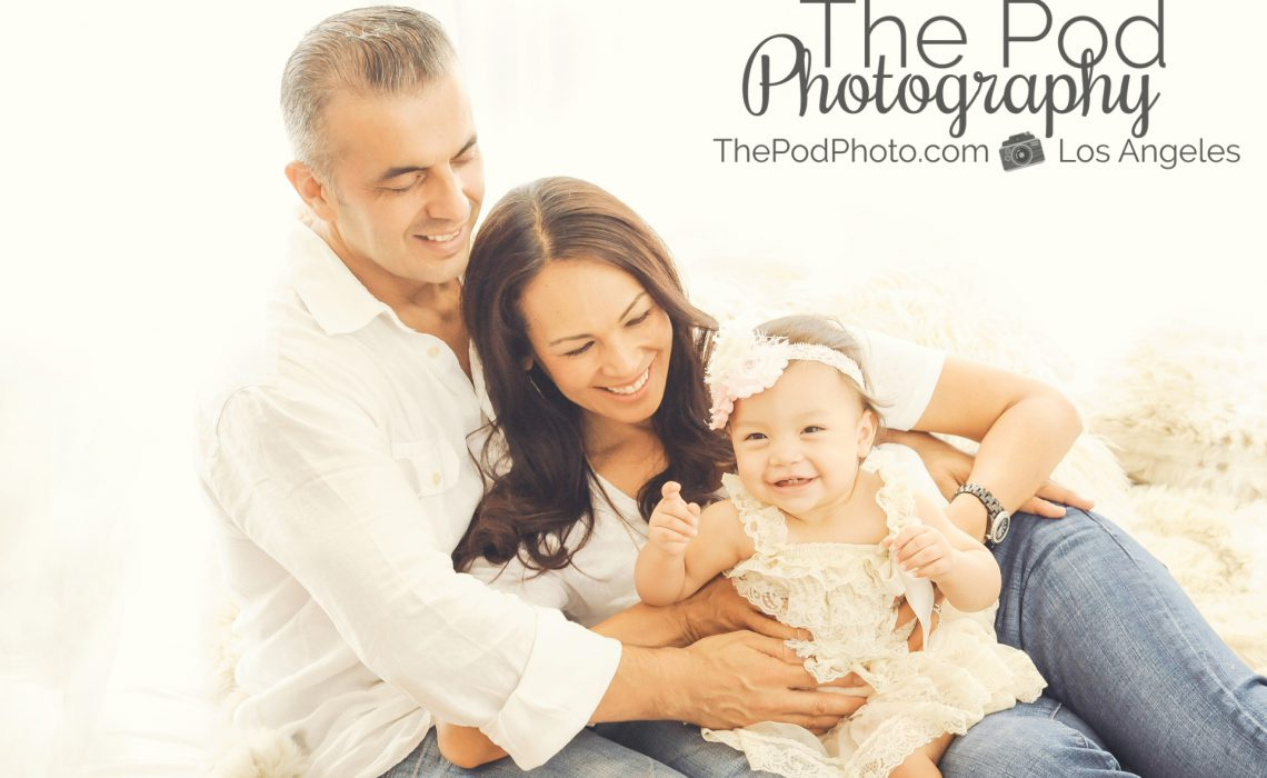 Best family photographer pacific palisades fun candid family pose holiday card photos brentwood