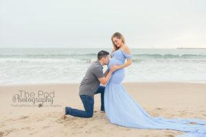 dad-kissing-baby-bump-at-beach