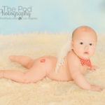 best-baby-photography-tummy-time-butt-kiss