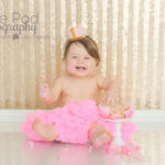 first-birthday-cake-smash-girl-pink-and-gold