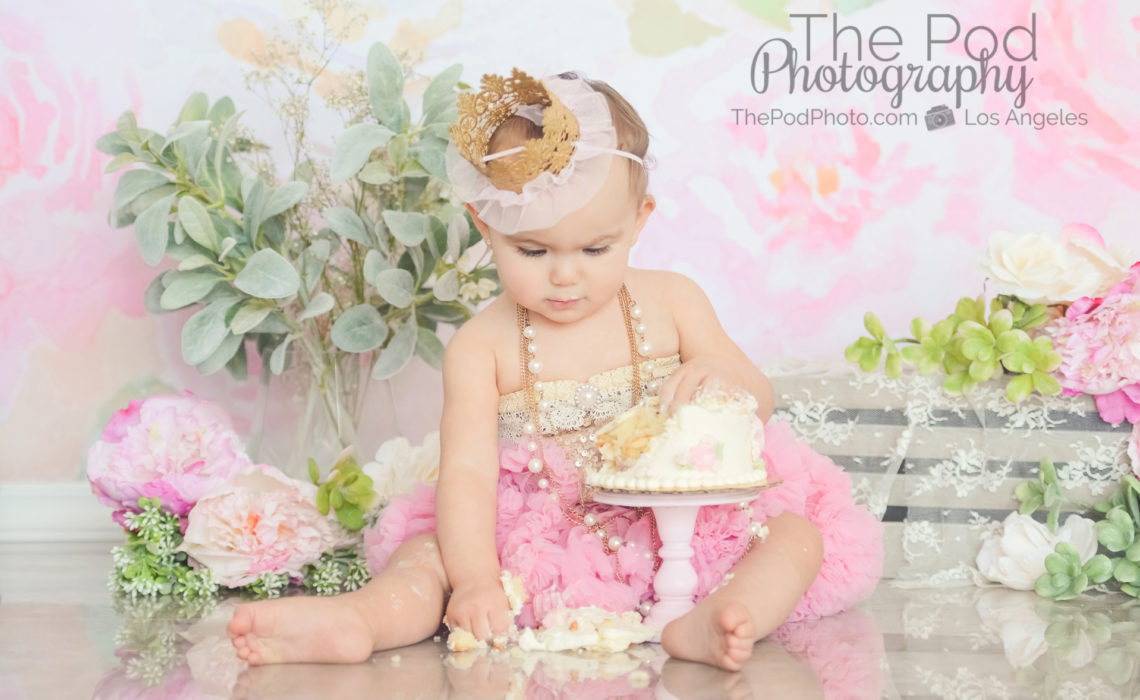 smashing-first-birthday-cake-in-tutu