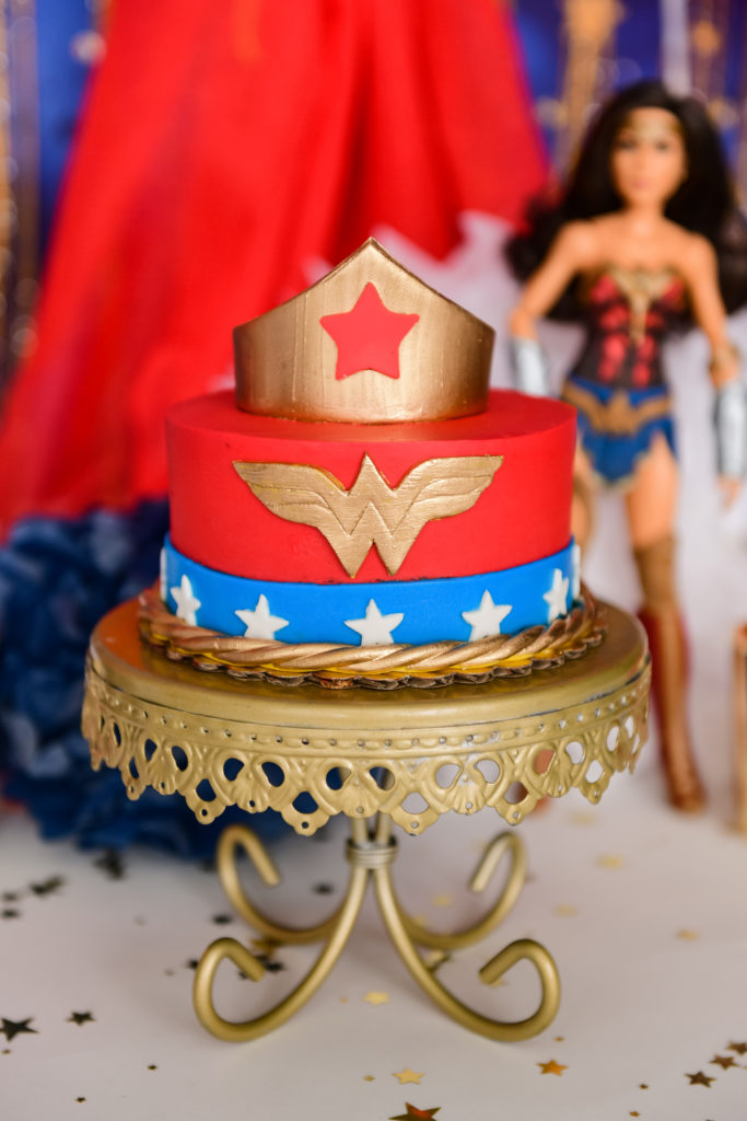 wonder woman cake smash